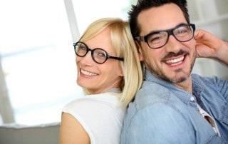 בדיקת ראייה על ידי אופטומטריסט או שכפול משקפיים